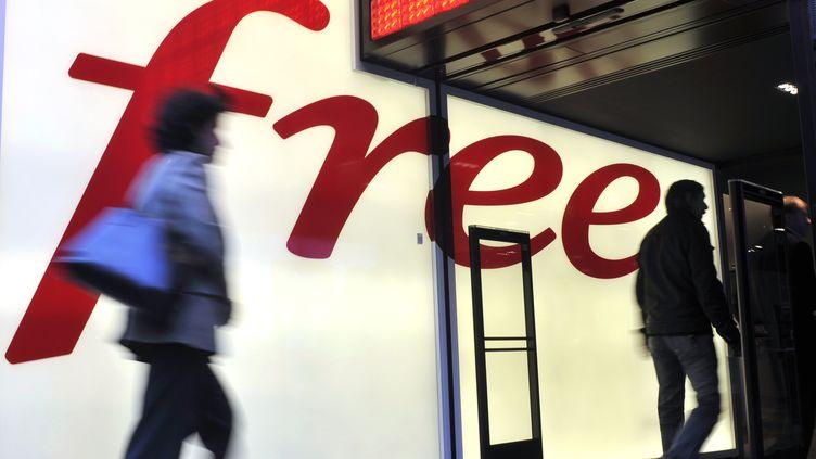Une agence télécom Free dans le 8e arrondissement de Paris, le 11 décembre 2012. (BOB DEWEL  / ONLY FRANCE / AFP)