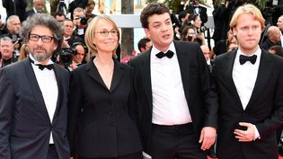 La ministre de la culture Françoise Nyssen sur le tapis rouge avecRadu Mihaileanu , Charles-Evrard Tchekhoff etIlya Stewart  (Alberto PIZZOLI / AFP)