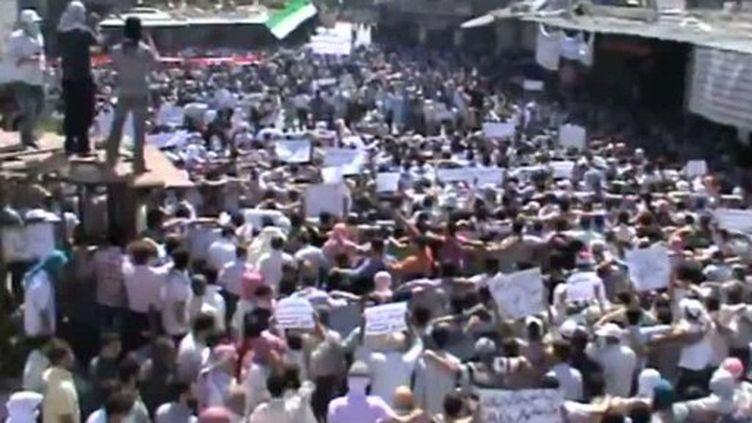 Manifestation contre le régime d'Assad, à Douma, banlieue de Damas, le 6 septembre 2012 (AFP/YOUTUBE)