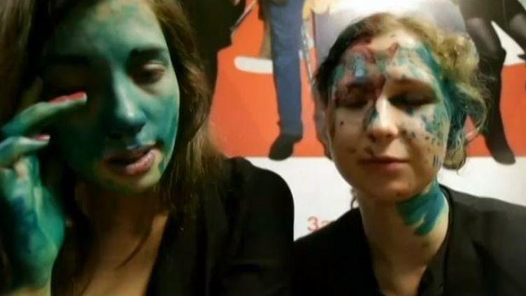 Nadejda Tolokonnikova et Maria Alekhina aspergées dans un restaurant McDonald's de Nijni-Novgorod, à 400 km à l'est de Moscou (EVN / GROUPE PUSSY RIOT)