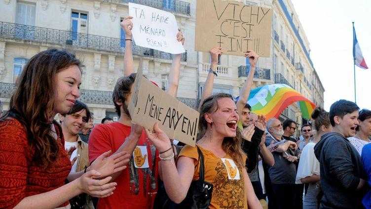 (© Maxppp Des manifestants protestent contre le maire de Béziers Robert Ménard)