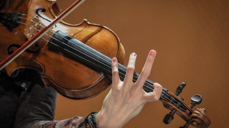 Une violoniste du Quatuor Hermès lors de la 25e édition des Folies de Nantes. (LOIC VENANCE / AFP)