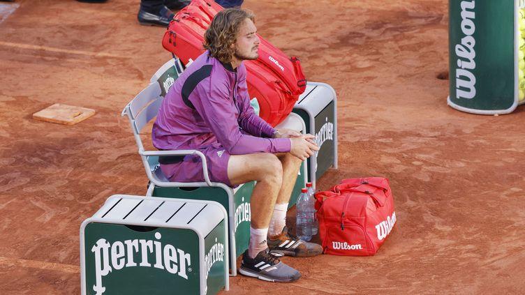 Stefanos Tsitsipas sur sa chaise après sa défaite en finale de Roland-Garros contre Novak Djokovic, dimanche 13 juin. (NICOL KNIGHTMAN / NICOL KNIGHTMAN)