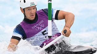 Martin Thomas lors de la demi-finale de canoë des Jeux olympiques, le 26 juillet à Tokyo. (CHARLY TRIBALLEAU / AFP)