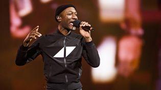 Aloe Blacc sur scène à Stockholm (Suède) le 5 décembre 2019, à l'occasion d'un concert-hommage au DJ Avicii (ERIK SIMANDER / TT NEWS AGENCY)