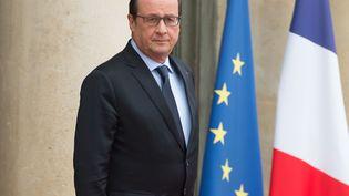 François Hollande devant la Palais de l'Elysée, le 21 octobre 2015 ( WITT / SIPA)