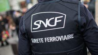 La SNCF déploie davantage d'agents dans les gares à l'occasion des fêtes de fin d'année. (LEON TANGUY / MAXPPP)