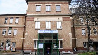 Le service des maladies infectieuses et tropicales de l'hôpital Bichat, à Paris, en janvier 2020. (ALAIN JOCARD / AFP)