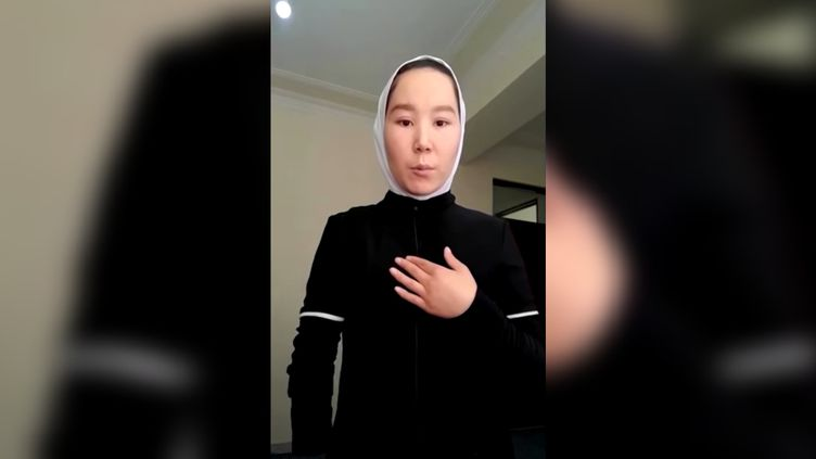 Dans une vidéo postée sur les réseaux sociaux, l'athlète afghane Zakia Khudadadiinterpelle la communauté internationale. (CAPTURE D'ÉCRAN YOUTUBE)