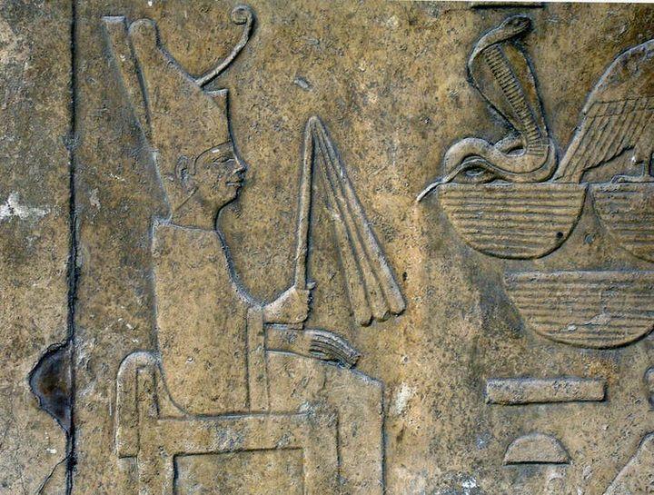 Snéfrou assis sur son trône, Musée du Caire. (Wikipédia)