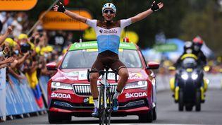 Le cycliste français Nans Peterspasse la ligne d'arrivée lors de la 8e étape du Tour de France 2020, le 5 septembre 2020 à Loudenvielle (Hautes-Pyrénées). (STUART FRANKLIN / AFP)