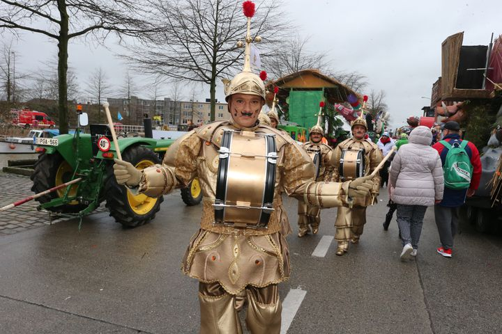 Arrivée des charsdu Carnaval d'Alost, en Belgique, le 23 février 2020. (NICOLAS MAETERLINCK / BELGA MAG)