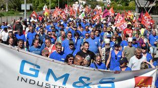 Des salariés de l'entreprise GM&S Industry manifestent le 16 mai 2017 à La Souterraine (Creuse). (GEORGES GOBET / AFP)