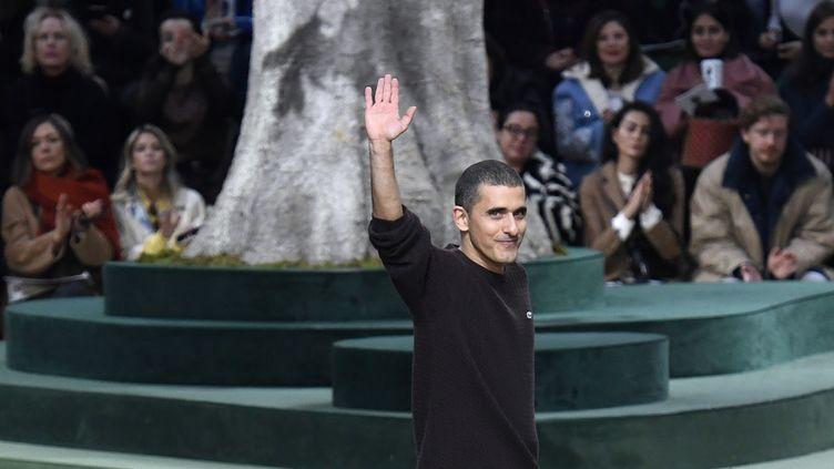 Felipe Oliveira Baptista (au final du défilé Lacoste en février 2018) a été nommé DA de la maison Kenzo, en juillet 2019 (BERTRAND GUAY / AFP)