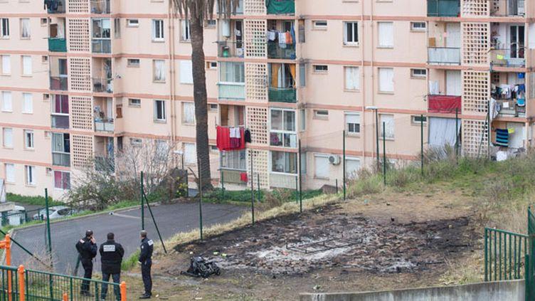(Le 24 décembre 4 pompiers et 2 policiers avaient été agressés en intervenant sur un feu déclaré au coeur de la cité des jardins de l'Empereur à Ajaccio © Maxppp)