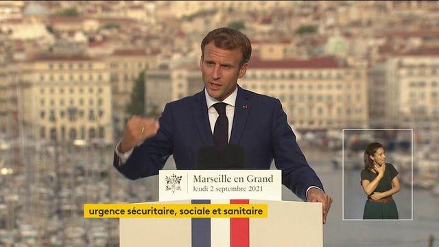 """Emmanuel Macron veut """"innover"""" dans les écoles à Marseille"""