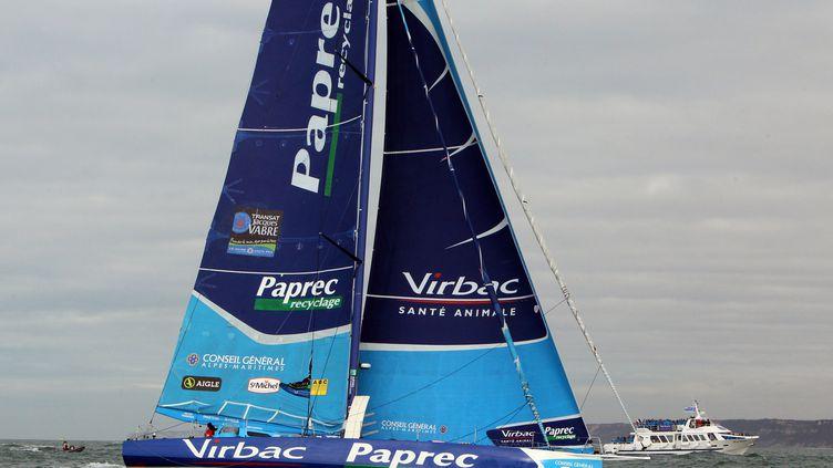 """Le monocoque """"Virbac-paprec 3"""" pendant le prologue de la Transat Jacques Vabre, le 30 octobre au Havre. (KENZO TRIBOUILLARD/AFP)"""
