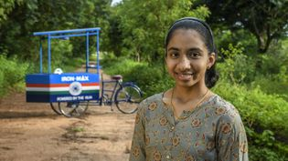 Vinisha Umashankar, jeune indienne de 15 ans, et son innovation : le chariot de repassage à énergie solaire. (EARTH SHOT PRIZE PROJECT / PHOTO TRANSMISE PAR L'ORGANISATION)