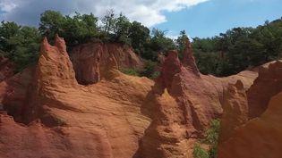La France aussi a son Colorado, à des milliers de kilomètres des États-Unis. Il se trouve dans le Vaucluse. Dépaysement garanti. (France 2)
