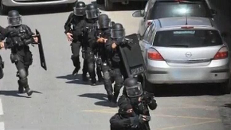 La prise d'otages dans une agence bancaire de Toulouse, mercredi 20 juin 2012. (FRANCE 2)