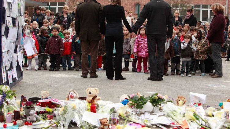 Minute de silence obervée le 16 mars 2012 à l'école primaire deSint-Lambertusschool, à Heverlee(Belgique), en hommage aux 28 victimes de l'accident de car en Suisse. (CHRISTOPHE LEGASSE / BELGA MAG)