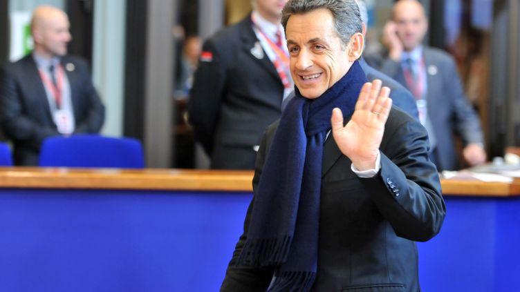 Le président français Nicolas Sarkozy quitte le siège du Conseil européen à Bruxelles, le 9 décembre 2011 à l'aube. (GEORGES GOBET / AFP)