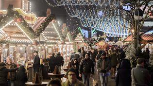 Le marché de Noël de Berlin visé par une attaque au camion a rouvert, le 22 décembre 2016. (CLEMENS BILAN / AFP)