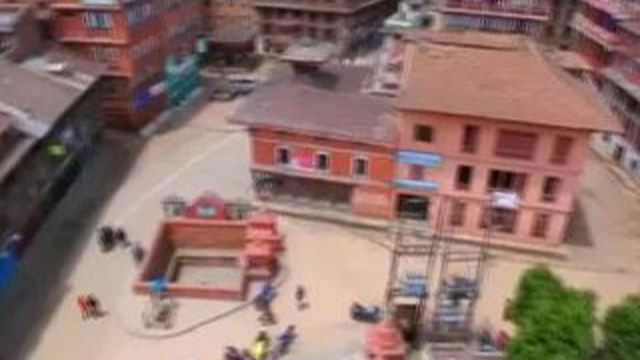 Séisme au Népal : le ville de Katmandou détruite vue du ciel