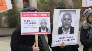 Une manifestation le 20 décembre 2014 en mémoire d'Ali Ziri, mort à la suite d'une interpellation en 2009 à Argenteuil (Val-d'Oise). (FRANCOIS PAULETTO / CROWDSPARK / AFP)