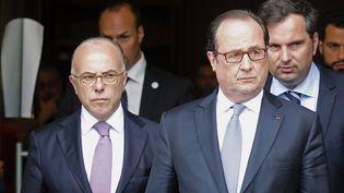 François Hollande et Bernard Cazeneuve après un attentat perpétré à Saint-Etienne-du-Rouvray (Seine-Maritime), le 26 juillet 2016. (PASCAL ROSSIGNOL / REUTERS)
