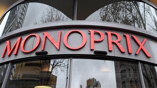 Lez logo Monoprix sur un magasin parisien. Photo d'illustration. (BERTRAND GUAY / AFP)