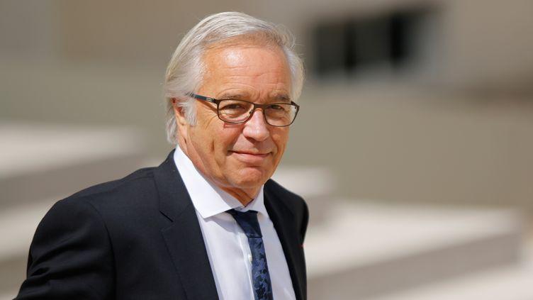 Le ministre du Travail, François Rebsamen,quitte l'Elysée le 24 juin 2015. (CITIZENSIDE / YANN BOHAC / AFP)