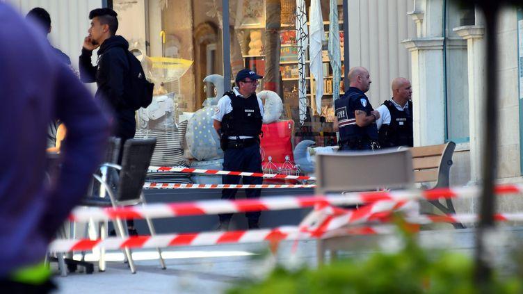 La place de la mairie de Rodez (Aveyron) a été entièrement bloquée par les forces de l'ordre, jeudi 27 septembre. (JOSE A. TORRES / MAXPPP)