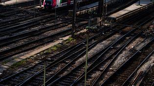 Les voies de chemin de fer de la gare Saint-Lazare, à Paris, le 19 avril 2018. (CHRISTOPHE SIMON / AFP)