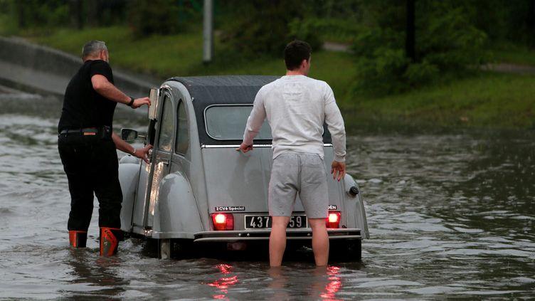 Inondation dans le secteur de Saint-André (Nord), mardi 7 juin 2016. (MAXPPP)