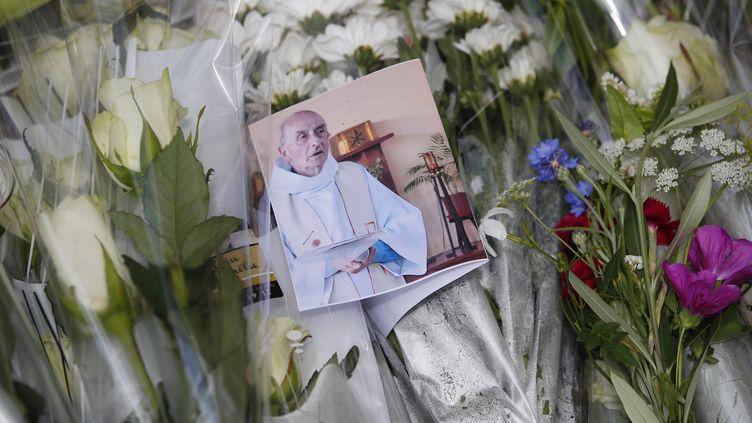 Lepère Jacques Hamel, prêtre de Saint-Etienne-du-Rouvray, près de Rouen, avait été égorgé dans son église par deux jihadistes le 26 juillet 2016. (IAN LANGSDON / EPA)