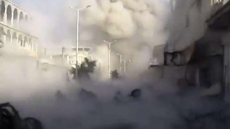 Bombardement de la ville deHoula, Syrie le 6 novembre 2012 -images saisie d'uen video amateur de larébellion (AP / SIPA)