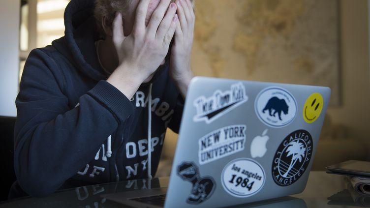 Les victimes ne pensent pas toujours à le faire dans l'immédiat, mais conserver des captures d'écran des messages peut être un élément déterminant pour les victimes de harcèlement en ligne, selon l'avocat Thierry Vallat. (ERIK NYLANDER / AFP)