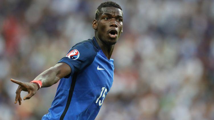 Paul Pogba, lors de la finale de l'Euro 2016 contre le Portugal, le 10 juillet 2016, au Stade de France (Seine-Saint-Denis). (VALERY HACHE / AFP)