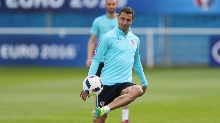 Darijo Srna, latéral et capitaine de la Croatie.  (CHARLY TRIBALLEAU / AFP)