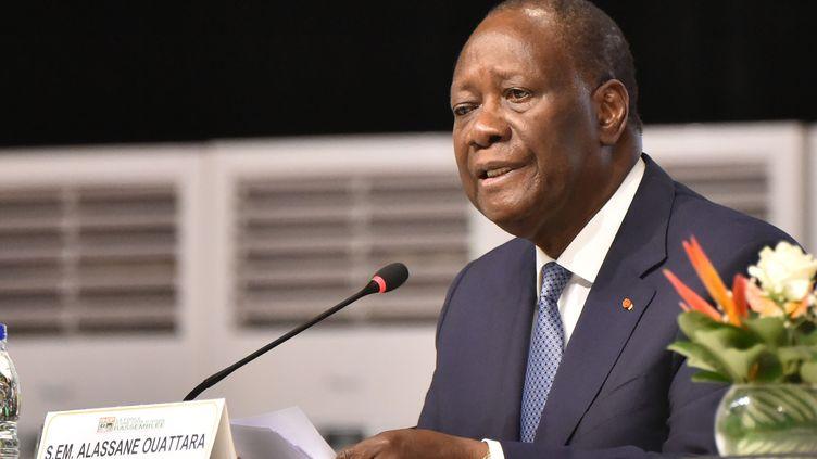 Le président ivoirien Alassane Ouattara s'adresse au conseil politique de son parti, le 29 juillet 2020 à Abidjan. (SIA KAMBOU / AFP)