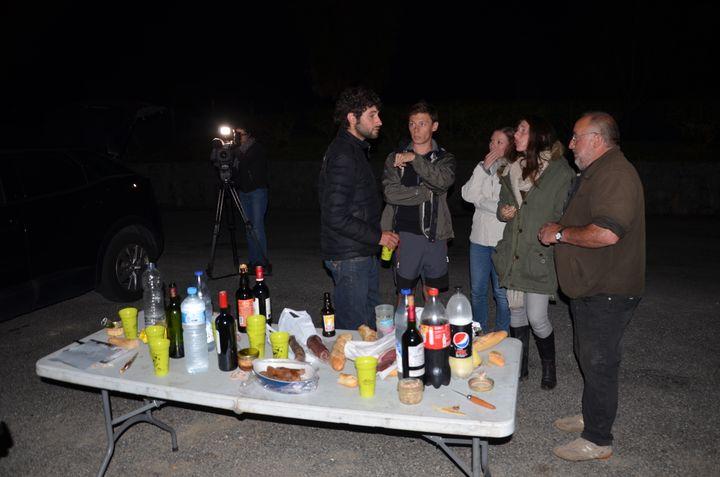 Des opposants à la réintroduction de l'ours, le 28 septembre 2018 à Sarrance (Pyrénées-Atlantiques). (THOMAS BAIETTO / FRANCEINFO)