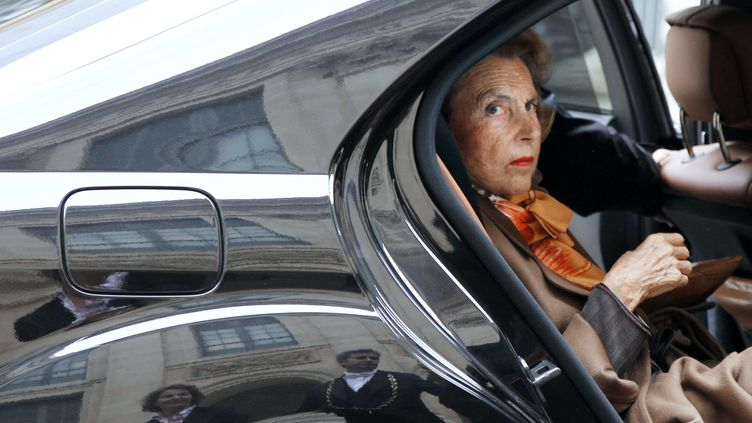 L'héritière de L'Oréal, Liliane Bettencourt, à son arrivée à l'Institut de France à Paris, le 12 octobre 2011. (FRANÇOIS GUILLOT / AFP)
