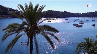Vingt-cinq bateaux de croisière sont attendus cet automne à Villefranche-sur-Mer (Alpes-Maritimes). Une aubaine pour de nombreux commerçants. (FRANCE 2)