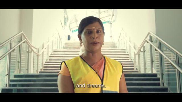 Des personnes transgenres, travailleurs du métro en Inde, réclament respect et égalité
