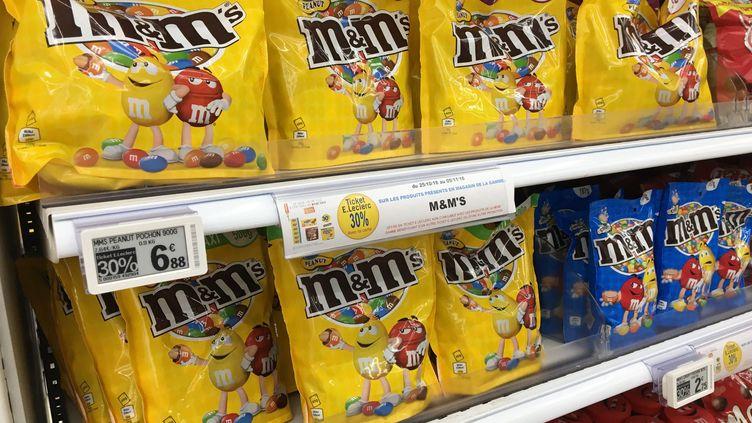L'UFC-Que Choisir a décelé des nanoparticules dans 16 produits comme les M&Ms Peanut. (MAXPPP)