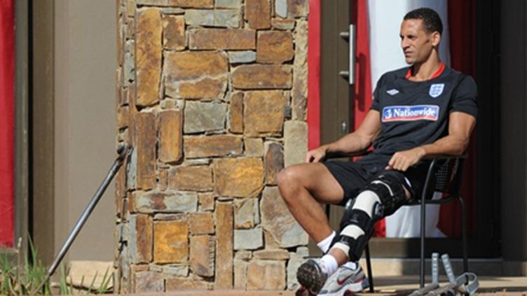 Le capitaine de l'Angleterre Rio Ferdinand ne participera pas au Mondial sud-africain.