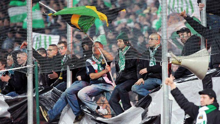 Les supporters de Saint-Etienne se tiennent à carreau