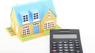 Les taux d'intérêt des crédits immobiliers accordés aux particuliers sontà des niveaux historiquement bas : l'occasion de renégocier. (ASLAN ALPHAN / E+ / GETTY IMAGES)