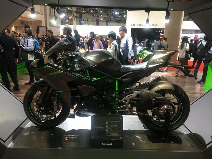 Des nouveautés technologiques chez Kawasaki comme cette Ninja H2 Carbon. (SERGE MARTIN FRANCE INFO)